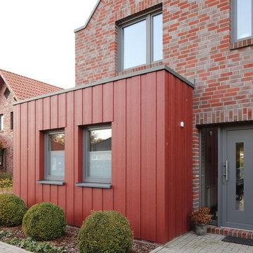 Wohnhaus in Apen mit Anbau mit Cedral Fassade
