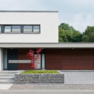 Idéer för mellanstora funkis vita hus i flera nivåer, med platt tak