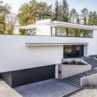 Großes, Zweistöckiges, Weißes Modernes Einfamilienhaus mit Putzfassade und Flachdach in Stuttgart