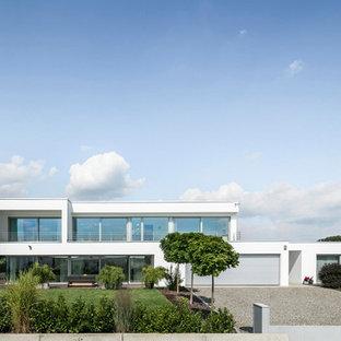 Zweistöckiges, Weißes Modernes Einfamilienhaus mit Flachdach in Stuttgart