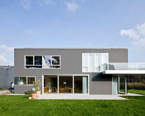 Graue moderne häuser mit flachdach und putzfassade köln