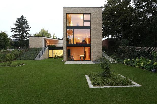 Trendy Hus & facade by Thomas Becker Architekten  GmbH/ BDA