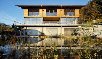 Wohnhaus mit Teich