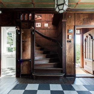 Inspiration för en vintage hall, med flerfärgat golv
