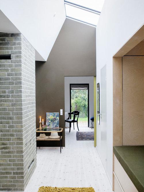 couloir scandinave avec un mur multicolore photos et id es d co de couloirs. Black Bedroom Furniture Sets. Home Design Ideas