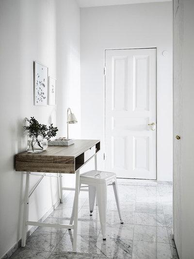 Scandinavian Hallway & Landing by Entrance Fastighetsmäkleri