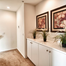 Modern Hall by The Boutique Real Estate Group