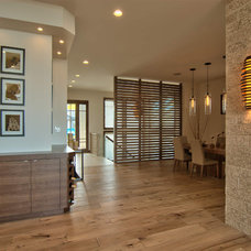 Contemporary Hall by Maric Homes
