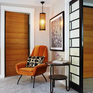 Идея дизайна: коридор среднего размера в стиле модернизм с бежевыми стенами и бетонным полом