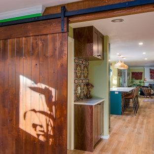 Inspiration för en mellanstor shabby chic-inspirerad hall, med laminatgolv, brunt golv och gröna väggar