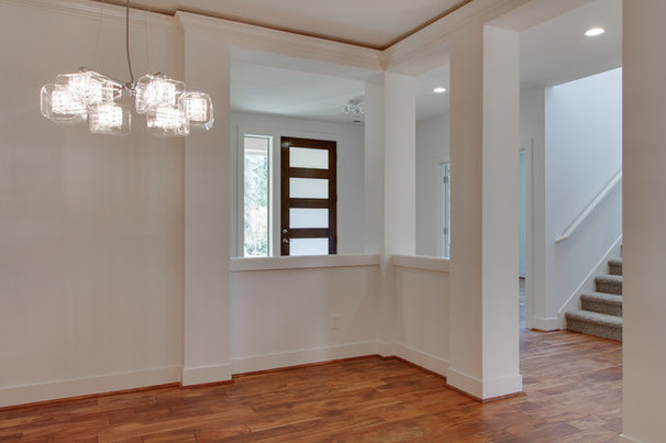 Contemporary Hall by MERIT HOMES