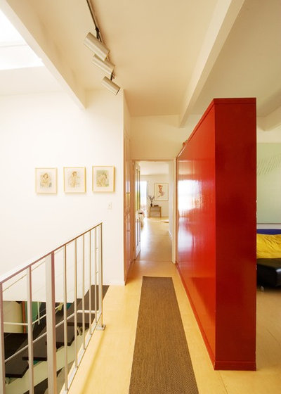 Contemporary Hall by Jagoda Architecture