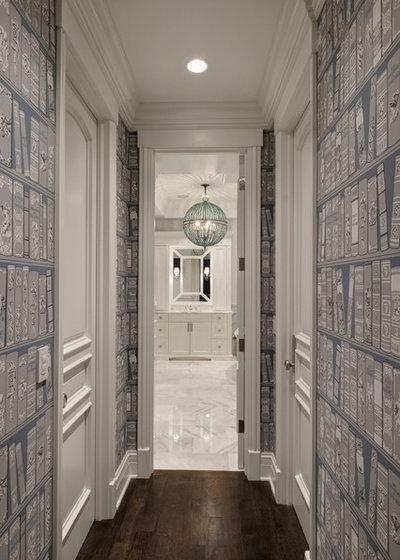Nyklassisk Gang by Buckingham Interiors + Design LTD
