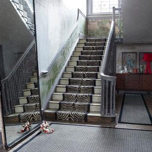 Ispirazione per un ingresso o corridoio boho chic con moquette