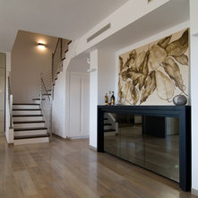 Contemporary Hall by Nurit Geffen-NG Interior