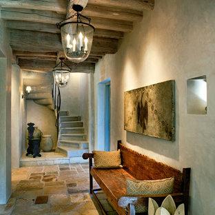 Новый формат декора квартиры: коридор в классическом стиле с бежевыми стенами и полом из сланца