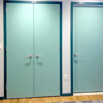 Apartment in Aqua: Doors