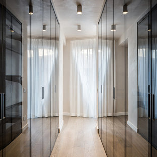 Large trendy hallway photo in Milan
