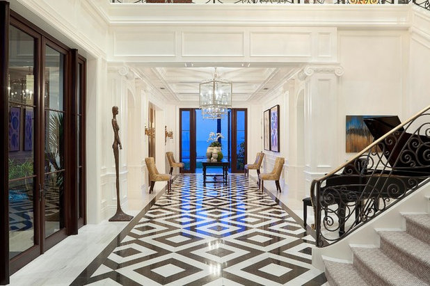 American Traditional Corridor by ibi designs
