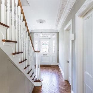 サリーのヴィクトリアン調のおしゃれな廊下の写真