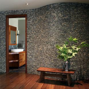 На фото: коридор в современном стиле с темным паркетным полом с