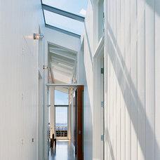 Contemporary Hall by Malcolm Davis Architecture
