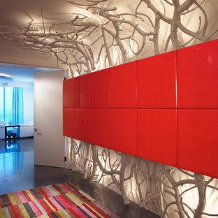 Ispirazione per un ingresso o corridoio design con pareti bianche