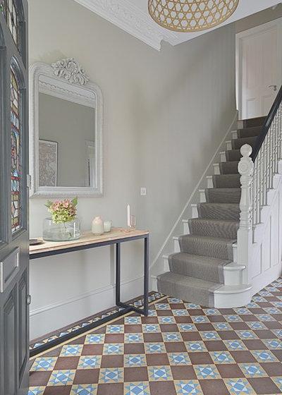 Traditional Hallway & Landing by Into interior design