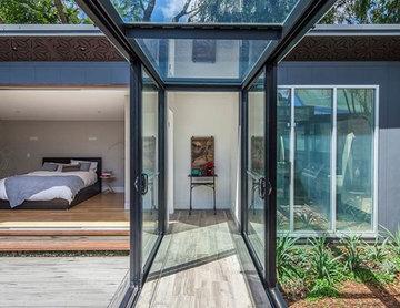 Balmain Residence - Glass Walkway by studioJLA