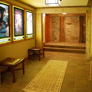 ワシントンD.C.の小さいラスティックスタイルのおしゃれな廊下 (茶色い壁、スレートの床、マルチカラーの床) の写真