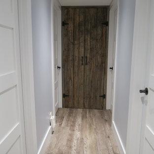 Couloir avec un sol en bois clair Ottawa : Photos et idées déco de ...