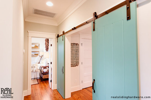 Beach Style Hall by Real Sliding Hardware