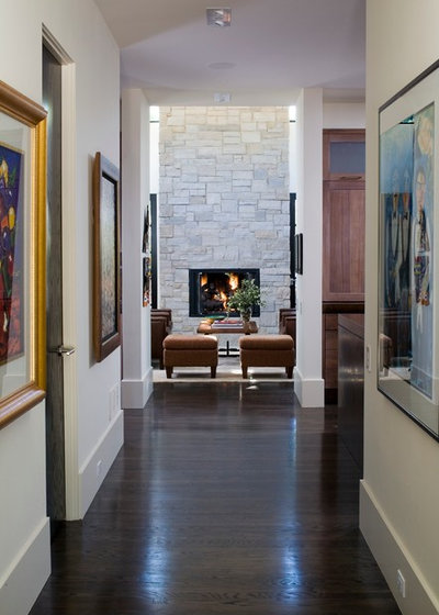 Traditional Hall by Nest Architectural Design, Inc.