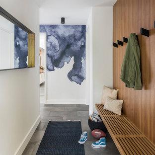 Идея дизайна: коридор в современном стиле с белыми стенами, полом из керамической плитки, серым полом и деревянными стенами