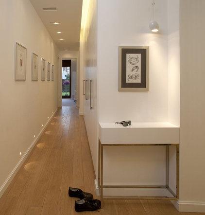 Contemporary Hall by Exit - Interior design