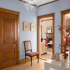 Traditional Hall by MANDARINA STUDIO interior design