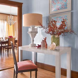 Imagen de recibidores y pasillos tradicionales con paredes azules