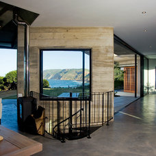 Beach Style Hall by paul oosthuizen architects