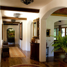 Traditional Hall by Francis Garcia Architect