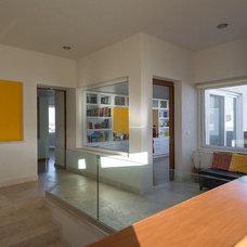 Contemporary Hall by VEGA VEGA ARQUITECTOS
