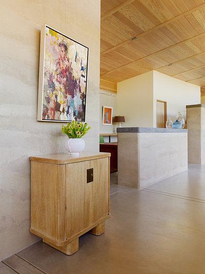 Contemporary Corridor by Feldman Architecture, Inc.
