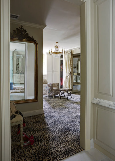 Traditional Hall by Cindy Aplanalp & Chairma Design Group