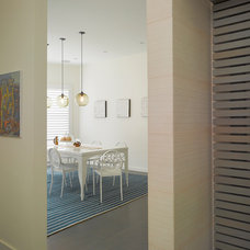 Modern Hall by Levy Art & Architecture