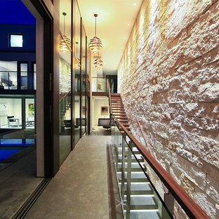 Esempio di un grande ingresso o corridoio minimal