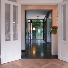 Contemporary Hall by in3interieur