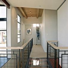 Contemporary Hall by WA design