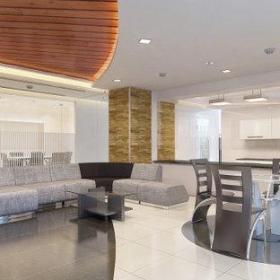 Стильный дизайн: коридор среднего размера в современном стиле с белыми стенами, полом из керамической плитки, бежевым полом, деревянным потолком и панелями на части стены - последний тренд