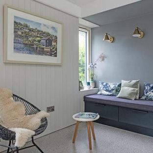 Inspiration för en liten funkis hall, med grå väggar, terrazzogolv och grått golv