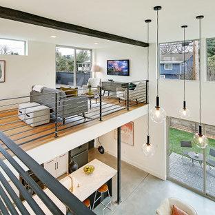 На фото: коридор среднего размера в современном стиле с белыми стенами, паркетным полом среднего тона, коричневым полом и балками на потолке