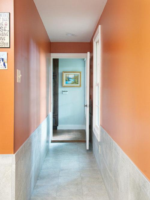Couloir avec un mur orange lambris photos et id es d co de couloirs - Idee corridor ...